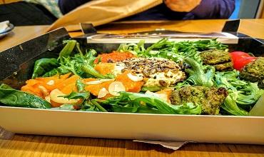 Hummus salad with minty roast veg