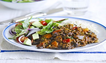 Chilli beef with avocado salad and black beans